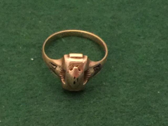 WWII 1942 Josten 10K Gold Class Ring-img-0